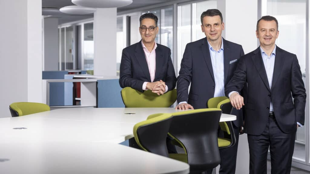 Instone Real Estate CEO Kruno Crepulja (Mitte) und COO Andreas Gräf